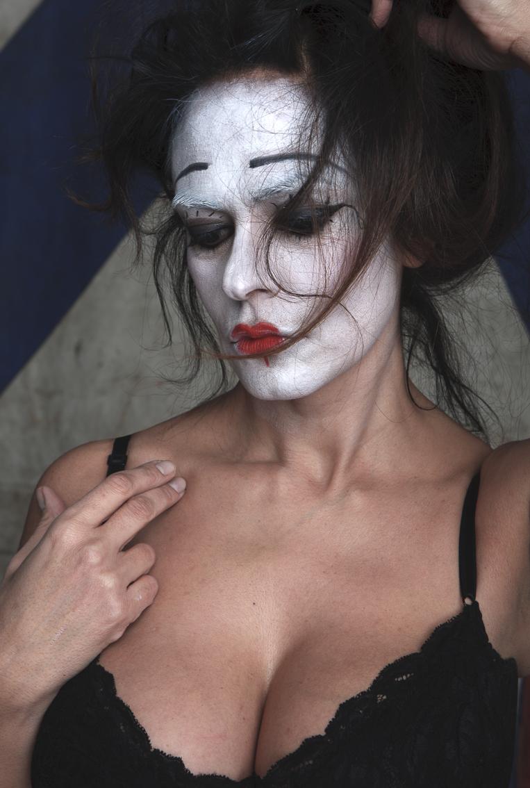 TWELVE BEAUTIFUL FEMALE ICONS