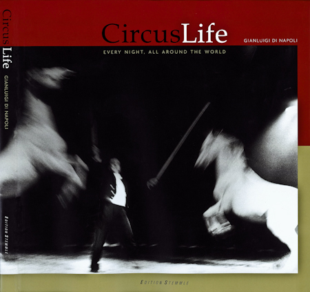 La copertina del libro Circus Life -Everynight, all around the world di Gianluigi Di Napoli