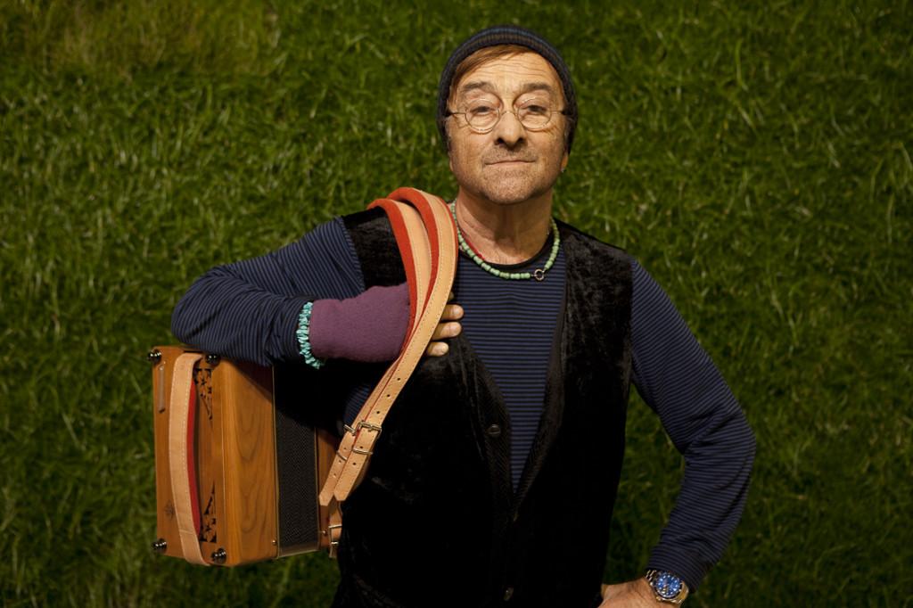 """Lucio Dalla fotografato per il tour """"Work in Progress 2010"""" con Francesco De Gregori"""