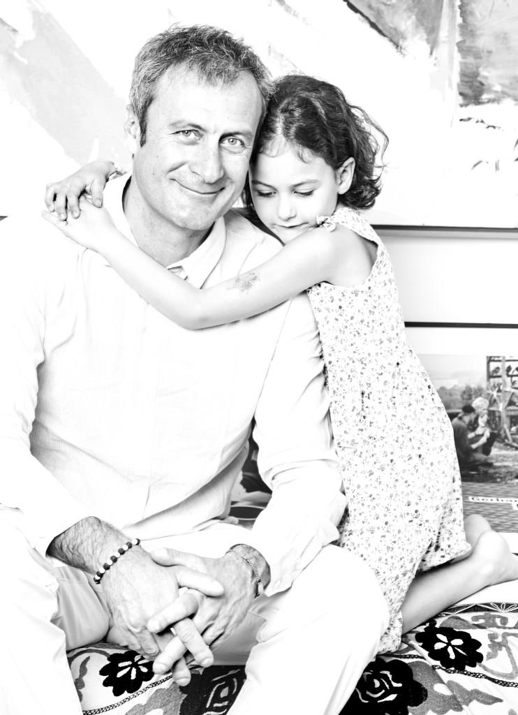 Federico Bonadeo, creatore del Museo del Design di Milano ritratto con sua figlia per Gentleman Magazine