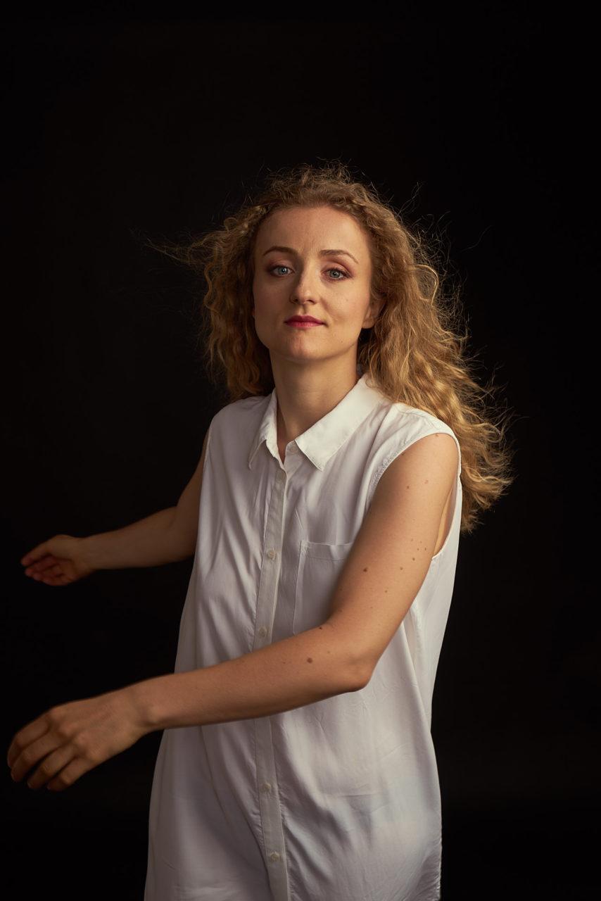 Actress-Marianna-Folli-in-Studio-ph-Gianluigi-Di-Napoli